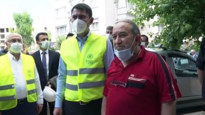 İZMİR - Bakan Kurum, depremzedeler için yapılan konutlarda incelemelerde bulundu