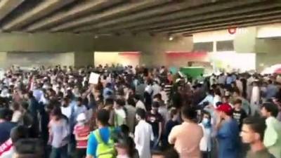 - Pakistan'da öğrenci protestosuna polisten gazlı müdahale