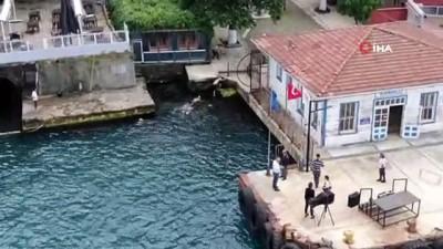 Kısıtlamada İstanbul Boğazı'nı yüzerek geçtiler