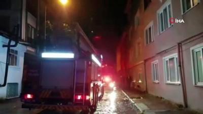 İnegöl'de binanın çatı katı alev alev yandı: Yangını gören mahalleli sokağa döküldü