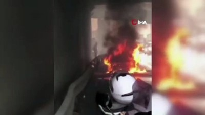 Kadıköy'de otomobil alev topuna döndü