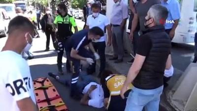 """Kalabalığı uzaklaştırmaya çalışan polise """"Sen ne yapacaksın"""" diyerek tepki gösterdi"""