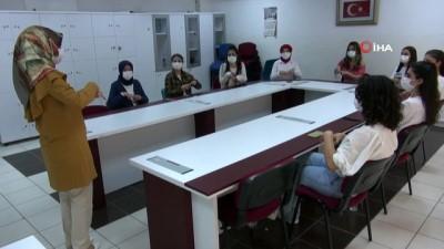 Yozgat'ta işitme engelli vatandaşlar için işaret dili öğreniyorlar