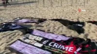 - Copacabana Plajı'na Covid-19'dan ölenler anısına 500 gül dikildi