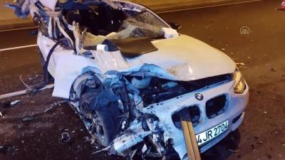 BURSA - Otoyol tünelinde otomobilin hurdaya döndüğü kazada iki sürücü yara almadan kurtuldu