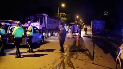 UŞAK - Park halindeki tıra çarpan motosiklet sürücüsü hayatını kaybetti