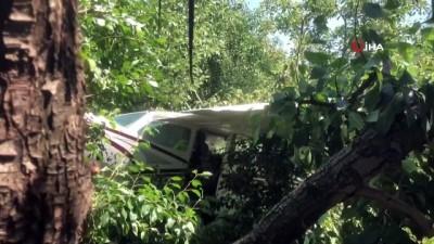 Bursa'da eğitim uçağı meyve bahçesine zorunlu iniş yaptı: 2 yaralı
