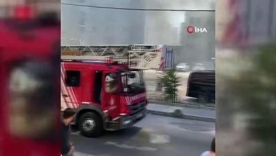 Sancaktepe'de giyim mağazasının alev alev yandığı anlar kamerada
