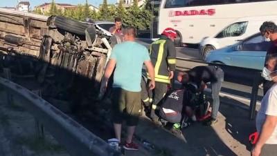 KOCAELİ - Anadolu Otoyolu'nda servis minibüsü ile otomobil çarpıştı: 7 yaralı