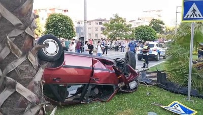 KOCAELİ - Gebze'de takla atan otomobilde bulunan 4 kişi yaralandı