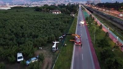 BURSA - Meyve bahçesine acil iniş yapan eğitim uçağı vinçle kaldırıldı