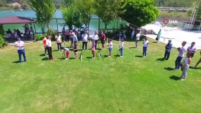 Türkiye'de ilk defa 'Telafidebendevarım' şarkısını seslendirdiler