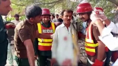 - Pakistan'daki otobüs kazasında ölü sayısı 33'e yükseldi