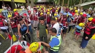 DÜZCE - Maceraseverler bayram tatilinin tadını Melen Çayı'nda rafting yaparak çıkardı