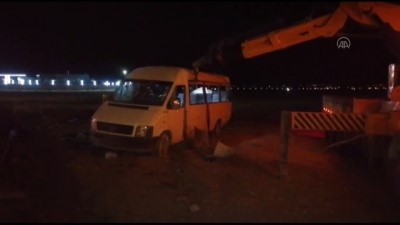 KONYA - Mevsimlik işçileri taşıyan minibüs şarampole devrildi: 1 ölü, 14 yaralı