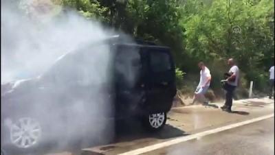 AMASYA - Seyir halindeyken alev alan hafif ticari araç yandı