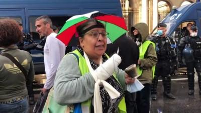 PARİS - Fransa'da Kovid-19 aşı zorunluluğu ve sağlık ruhsatı uygulaması karşıtlarından Danıştayın önünde protesto