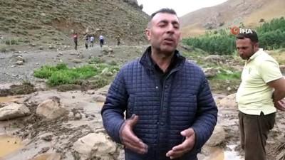 Yüksekova'da sel felaketi: 500 koyun sele kapılıp, telef ve kayboldu