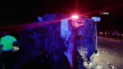 Manisa'da işçi servisi ile otomobil kafa kafaya çarpıştı: 3 ölü, 4 yaralı