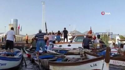 Sahil Güvenlik botu ile çarpışan tekne battı...Panik anları cep telefonu kamerasında