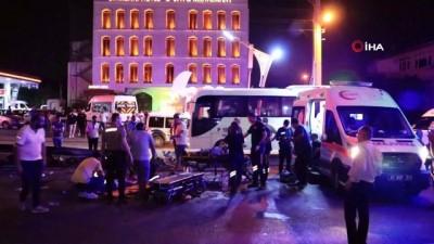 Servis minibüsü bariyere çarparak yan yattı: 7 yaralı